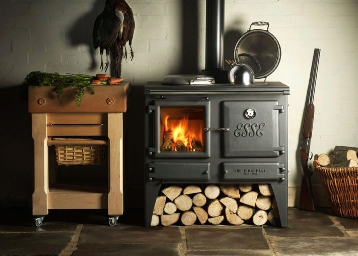 Чугунная печь-камин для дачи длительного горения