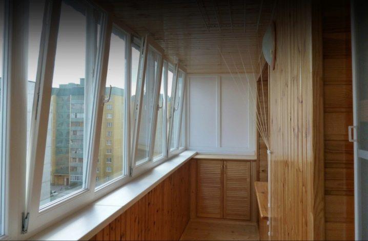 Отделка балкона вагонкой