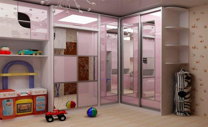 Шкаф-купе в детскую для девочки