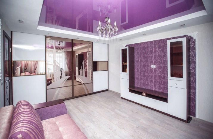 Шкафы-купе в интерьере гостиной
