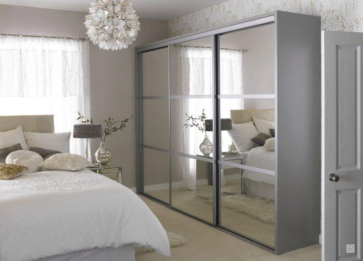 Зеркальные двери купе для гардеробной
