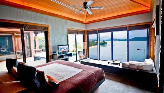 кровать изножьем к окну