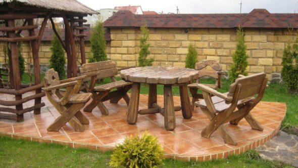 Деревянная мебель на дачу