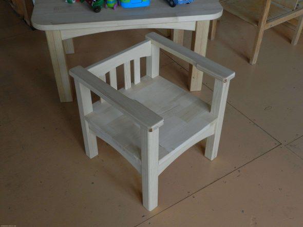Детский стул белый