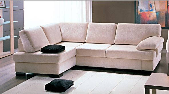 диван с обивкой из замши