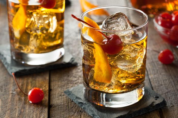 коктейли в бокале