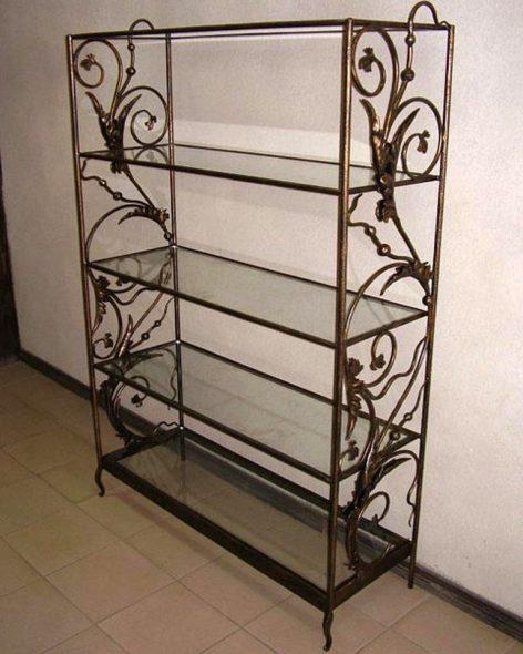 Кованая этажерка со стеклянными полками