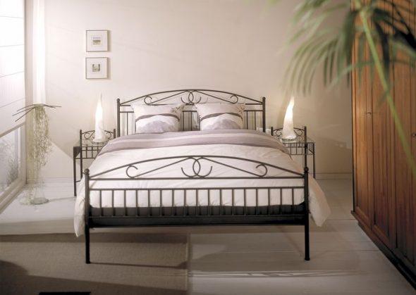 Кованные кровати в интерьере