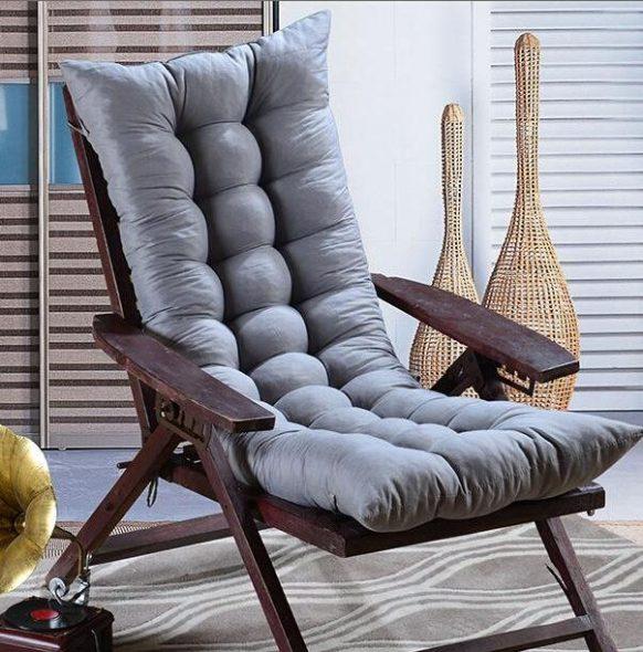 кресло качалка с подушками