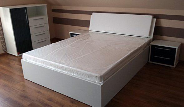 Кровать из белого ДСП