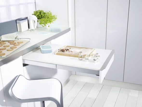 кухня с выдвижным столиком