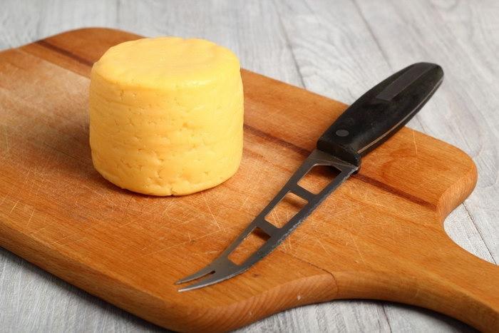 нож для мягкого сыра