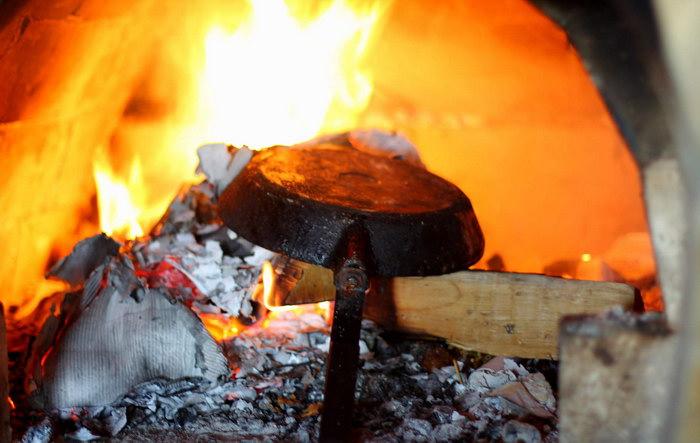 чистка нагара на сковороде огнем