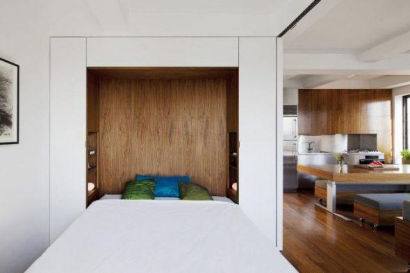 Оригинально и функционально - откидная кровать в нише
