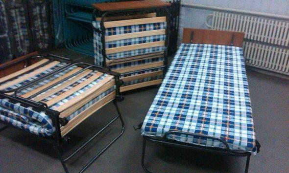 кровати тумбы