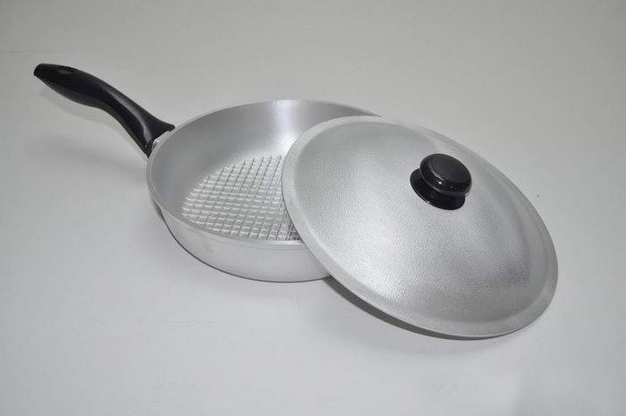 алюминиевая сковорода с крышкой