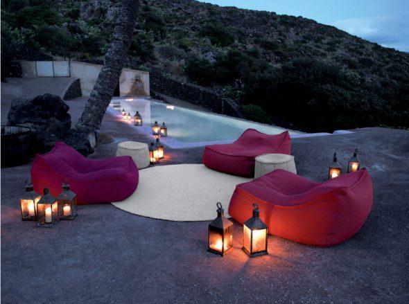 бескаркасная мебель у бассейна