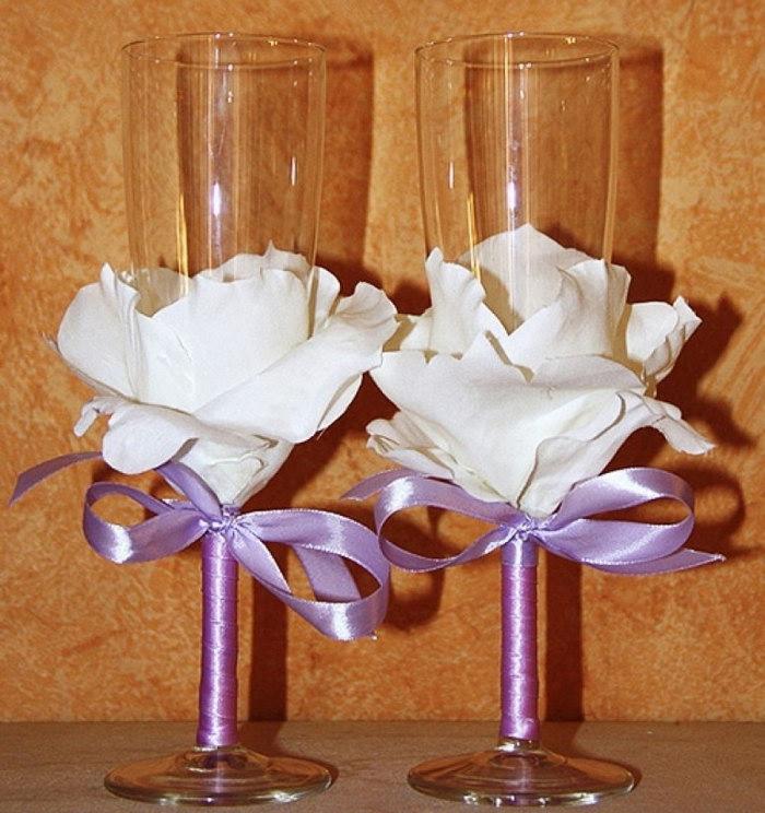 бокалы с лепестками роз