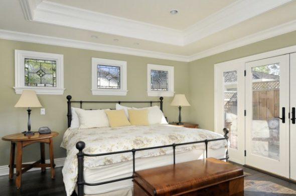 большая кованая кровать
