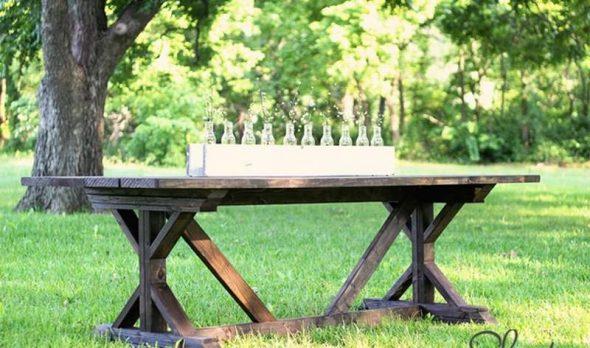 Большой и крепкий стол