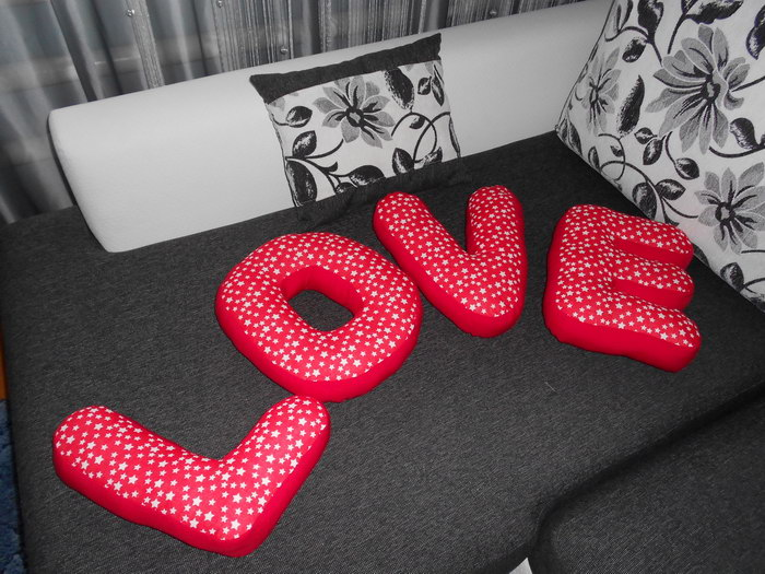 буквы подушки идеи
