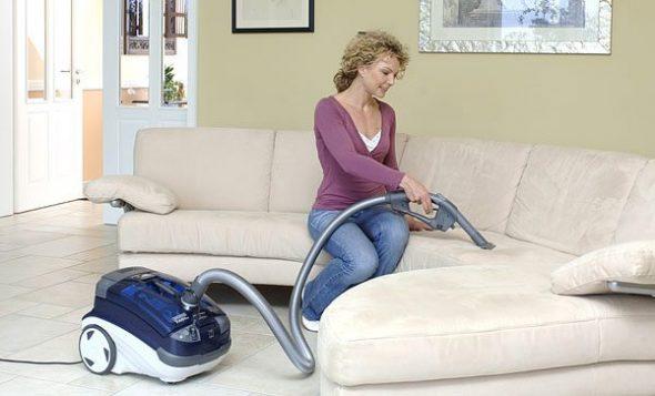 чистка мебели пылесосом