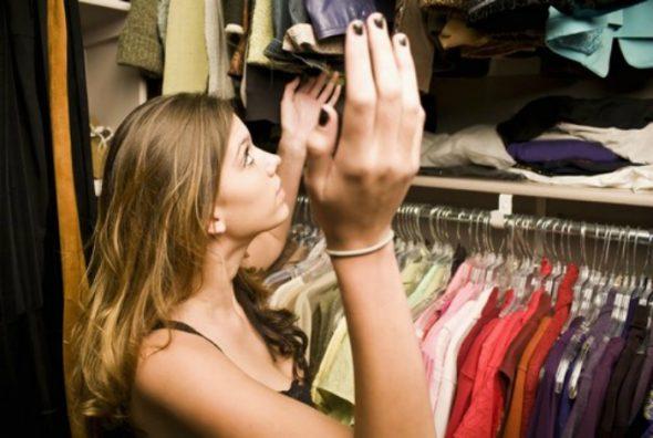Проветриваем шкаф и используем саше для запахов