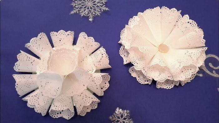 цветы из ажурных салфеток