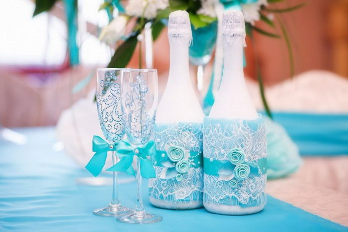 оформление бутылок шампанского на свадьбу кружевом