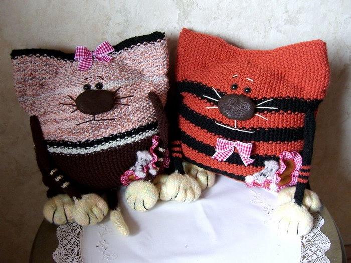 декоративные подушки коты