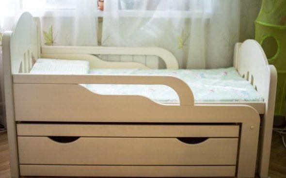 Детская раздвижная кровать Я расту массив бука