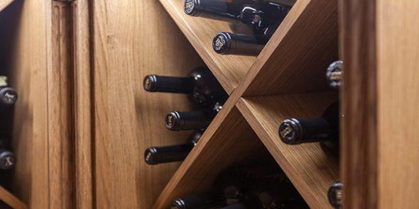 Диагональный винный шкаф