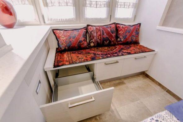 дизайн кухни диван с ящиками