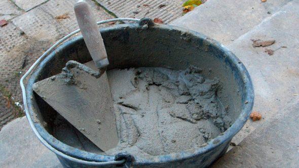 Для заливки столешницы можно использовать готовые строительные смеси