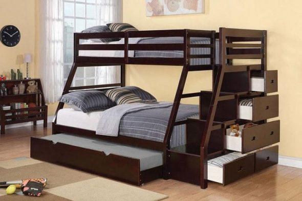 двухъярусная кровать для ребенка и родителей