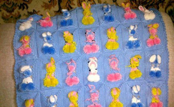 Готовый детский плед с зайчиками