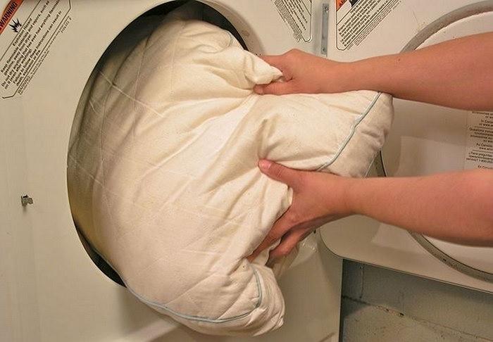 как постирать подушку в автомате