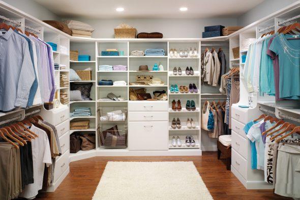 Всек вещи в одной гардеробной