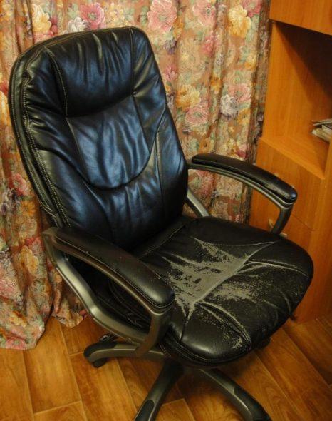 компьютерное кресло старое
