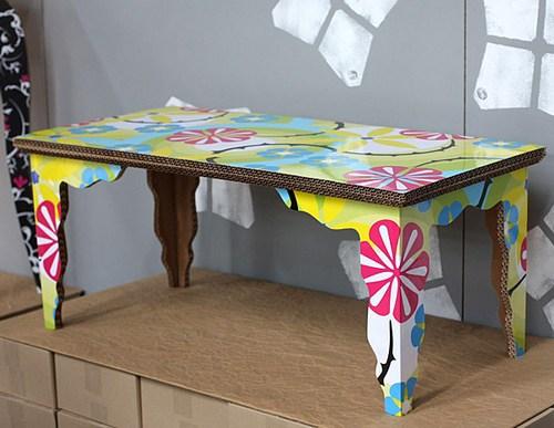 Красивый столик из картона