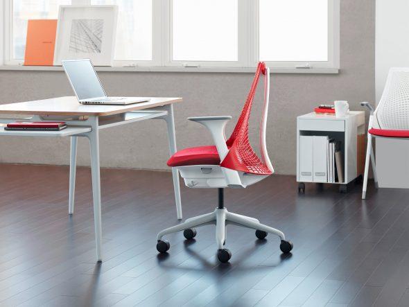 стильное компьютерное кресло