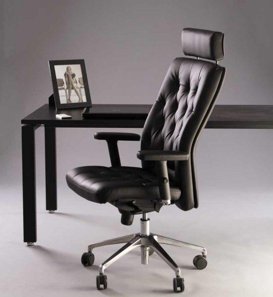 компьютерное кресло с подголовником