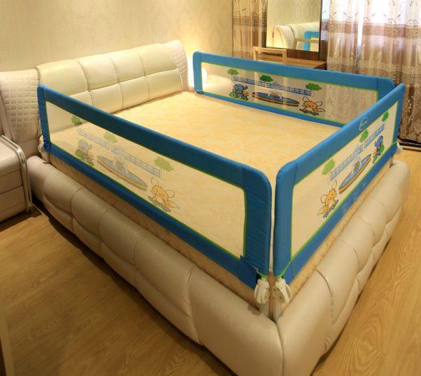 кровать манеж с бортиками