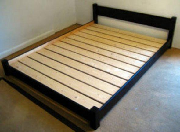 Кровать из ДСП с ламелями