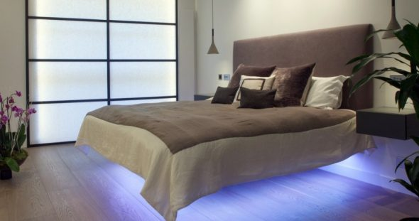 Кровать, словно парящая в воздухе
