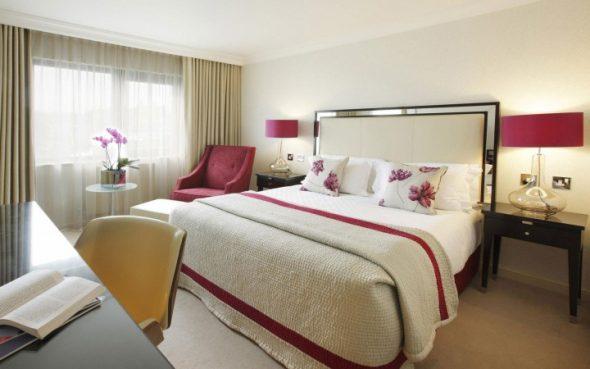 кровать в спальне по правилам