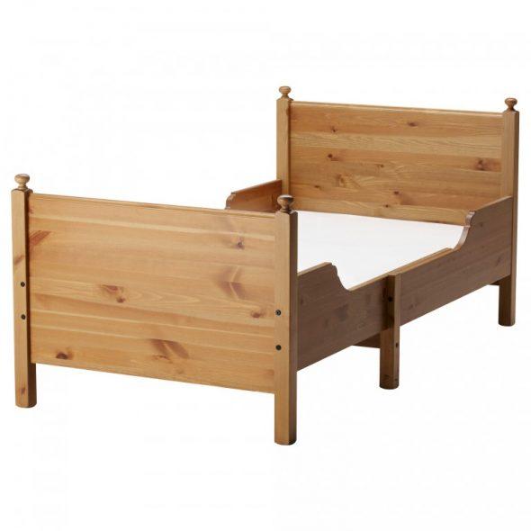 кровать выполнена исключительно из цельного дерева