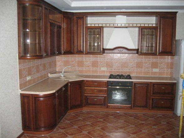 Кухонные гарнитуры из натурального дерева