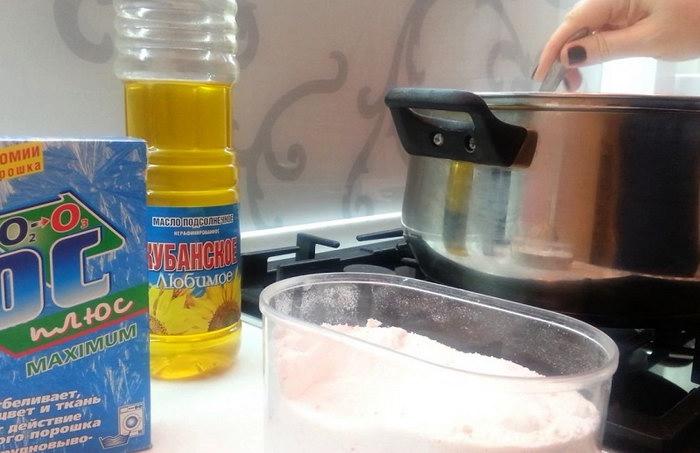 очистить сковороду порошком с маслом