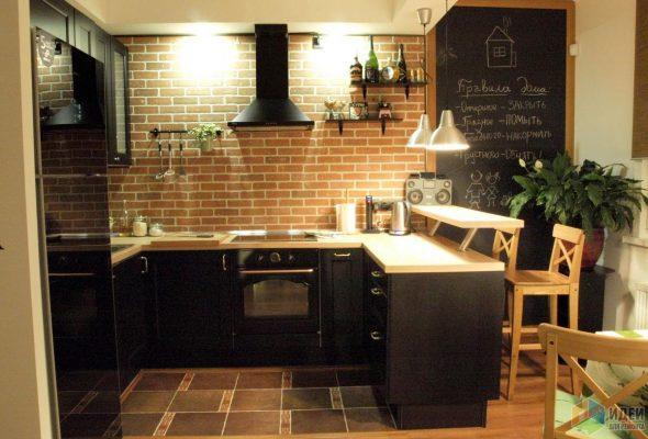 Оригинальная кухня в стиле лофт с черной мебелью